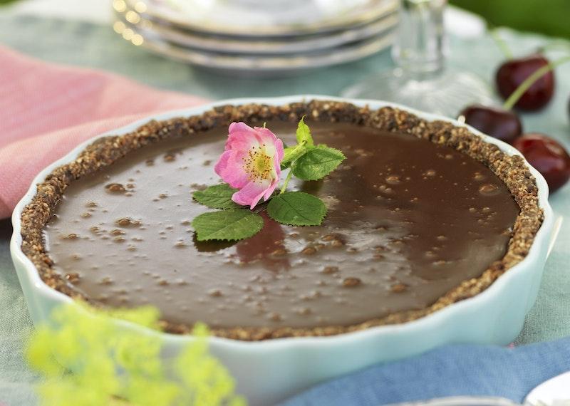 Chokladtryffelpaj med dadlar och nötter