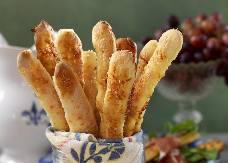 Glutenfria grissini med sesam och parmesan.