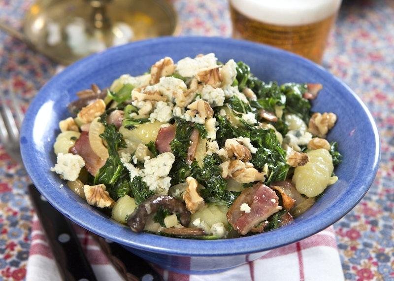 Grönkålspasta med ädelost och bacon
