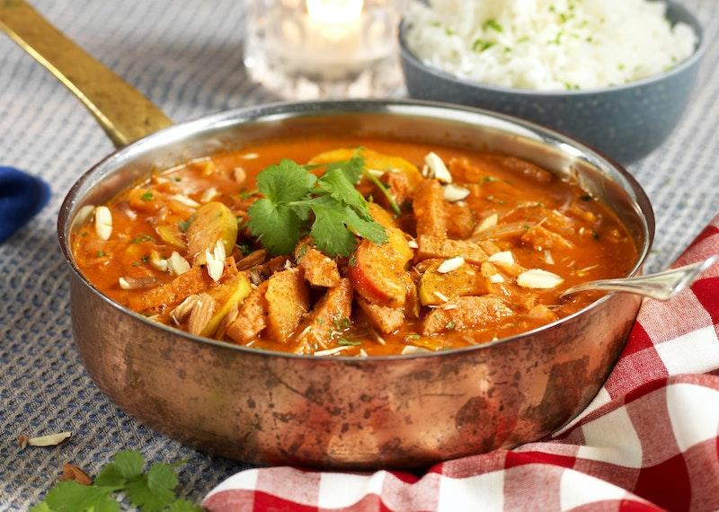 Korv Stroganoff med curry och kokosgrädde