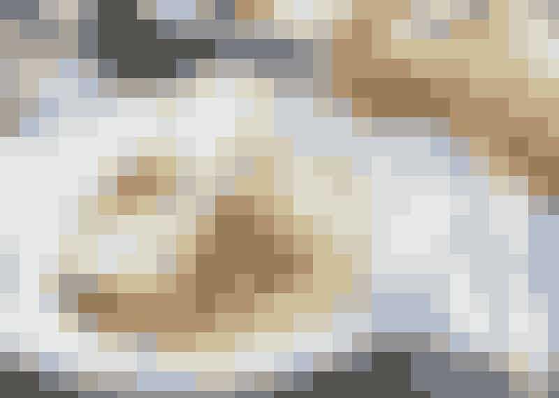 Fläskkotletter med pressad potatis och senapssås.