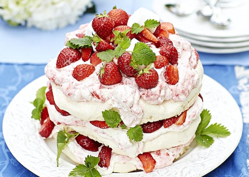 Marängtårta med jordgubbsmousse