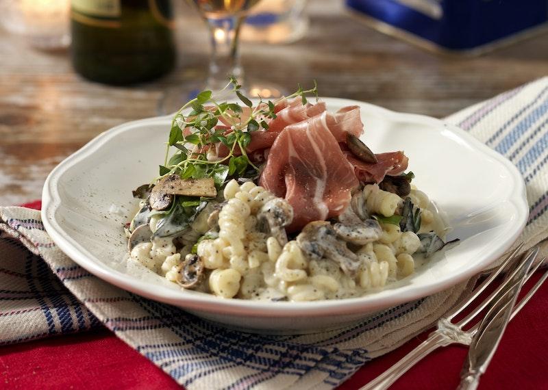 Pasta pronto med svamp och skinka