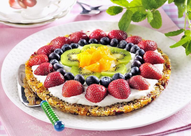 Raw food-tårta med frukt och bär