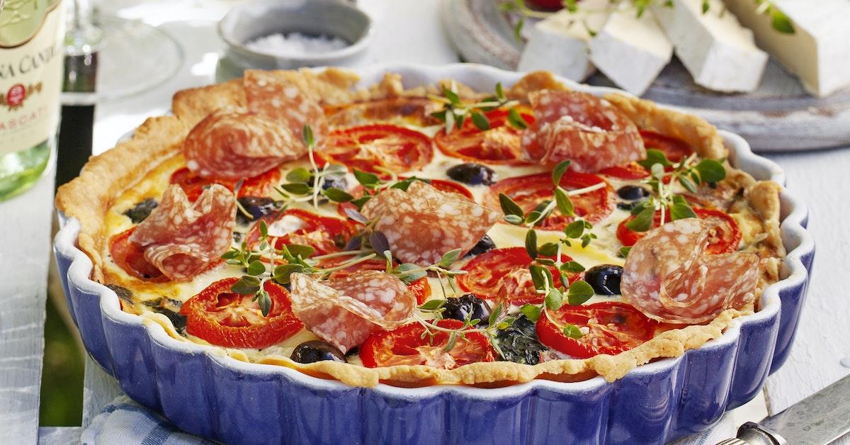 paj med fetaost och salami